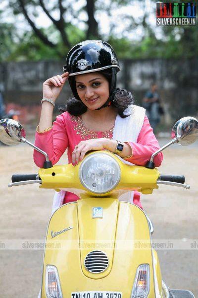 adhagappattathu-magajanangalay-movie-stills-0017.jpg