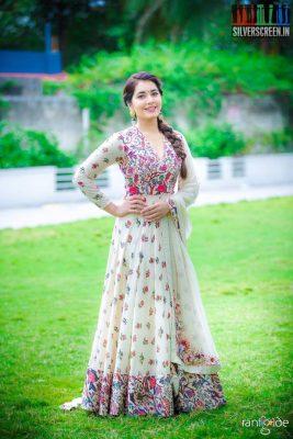 raashi-khanna-at-the-sri-venkateswara-cine-chitras-movie-launch-photos-0002.jpg