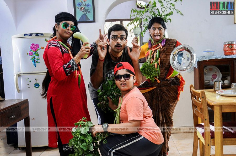kootathil-oruthan-movie-stills-starring-ashok-selvan-priya-anand-others-stills-0012.jpg