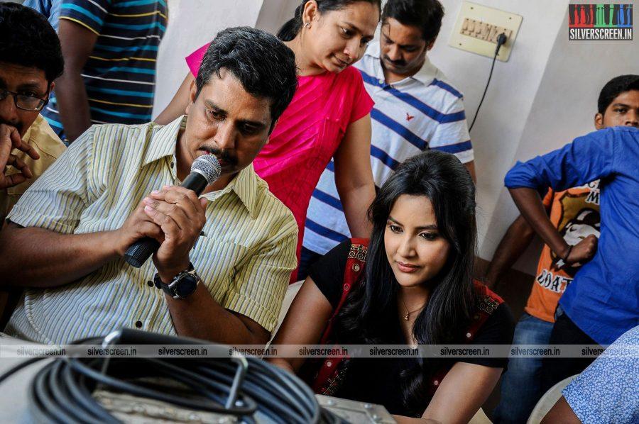 kootathil-oruthan-movie-stills-starring-ashok-selvan-priya-anand-others-stills-0014.jpg