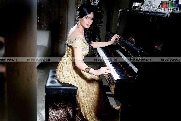 actress-nikesha-patel-photoshoot-stills-135.jpg