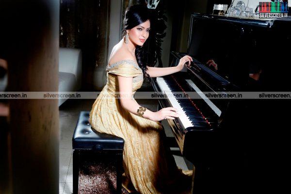 actress-nikesha-patel-photoshoot-stills-137.jpg