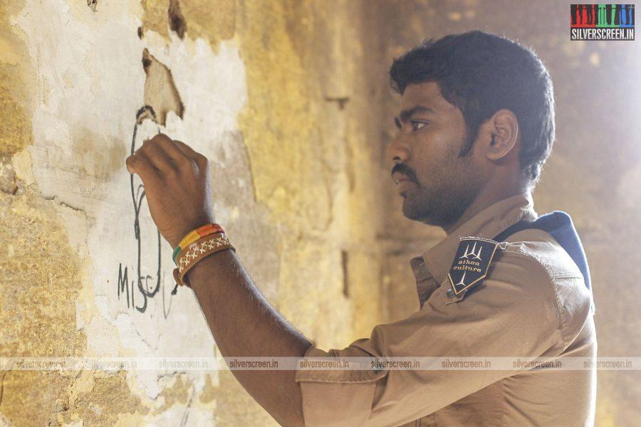 en-aaloda-seruppa-kaanom-movie-stills-starring-anandhi-pasanga-pandi-others-stills-0021.jpg