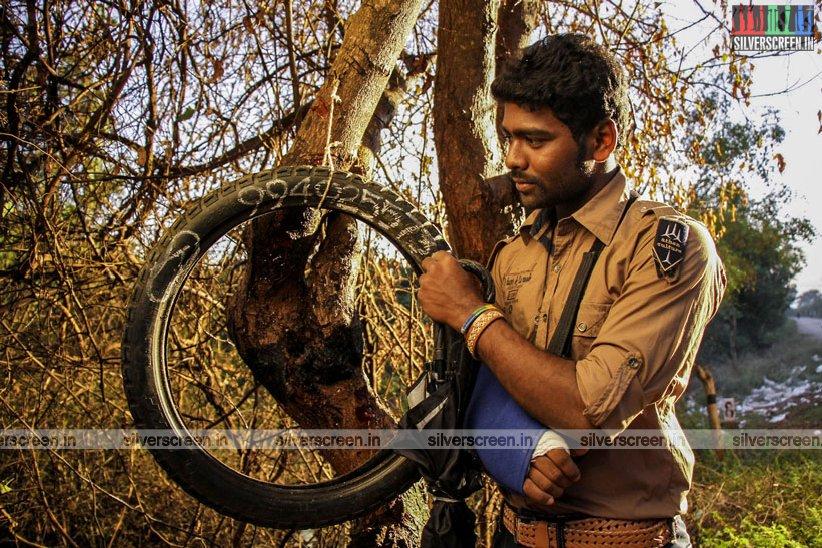 en-aaloda-seruppa-kaanom-movie-stills-starring-anandhi-pasanga-pandi-others-stills-0037.jpg