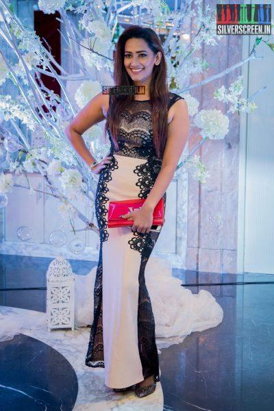 in-pictures-rakul-preet-singh-pradhayini-sarvothaman-shweta-gai-and-others-at-south-indian-fashion-awards-2017-photos-0007.jpg
