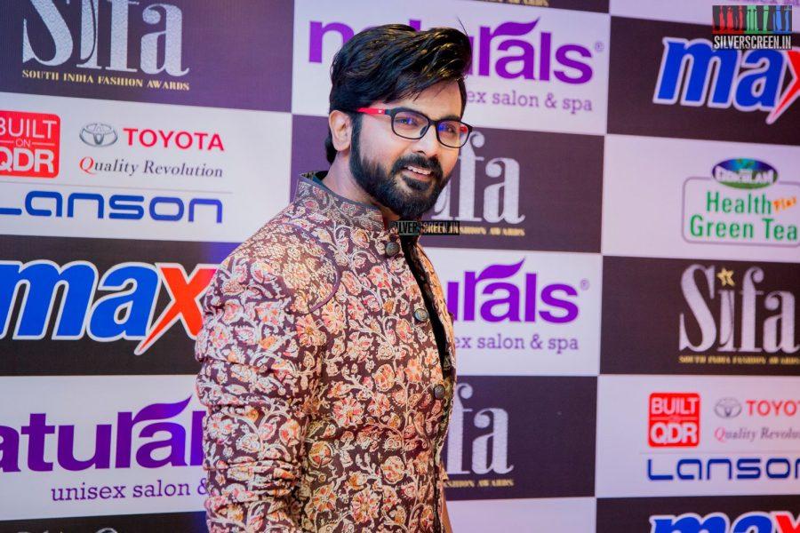 in-pictures-rakul-preet-singh-pradhayini-sarvothaman-shweta-gai-and-others-at-south-indian-fashion-awards-2017-photos-0010.jpg