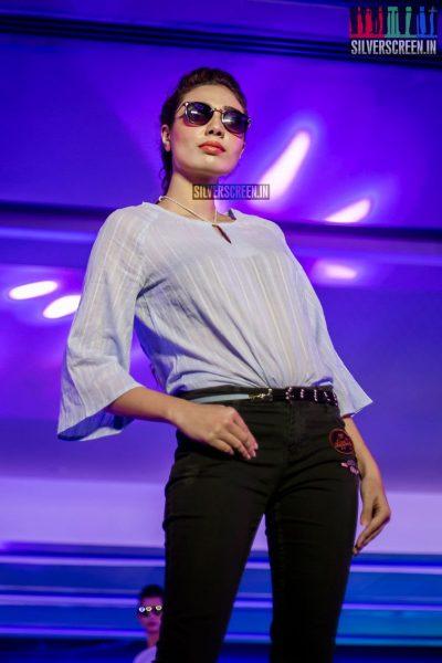 in-pictures-rakul-preet-singh-pradhayini-sarvothaman-shweta-gai-and-others-at-south-indian-fashion-awards-2017-photos-0014.jpg