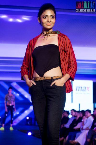 in-pictures-rakul-preet-singh-pradhayini-sarvothaman-shweta-gai-and-others-at-south-indian-fashion-awards-2017-photos-0019.jpg
