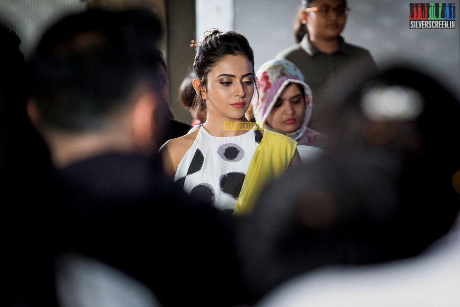 in-pictures-rakul-preet-singh-pradhayini-sarvothaman-shweta-gai-and-others-at-south-indian-fashion-awards-2017-photos-0022.jpg
