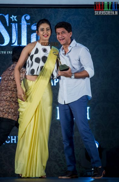 in-pictures-rakul-preet-singh-pradhayini-sarvothaman-shweta-gai-and-others-at-south-indian-fashion-awards-2017-photos-0024.jpg