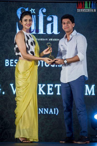 in-pictures-rakul-preet-singh-pradhayini-sarvothaman-shweta-gai-and-others-at-south-indian-fashion-awards-2017-photos-0025.jpg