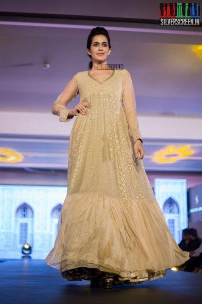 in-pictures-rakul-preet-singh-pradhayini-sarvothaman-shweta-gai-and-others-at-south-indian-fashion-awards-2017-photos-0030.jpg