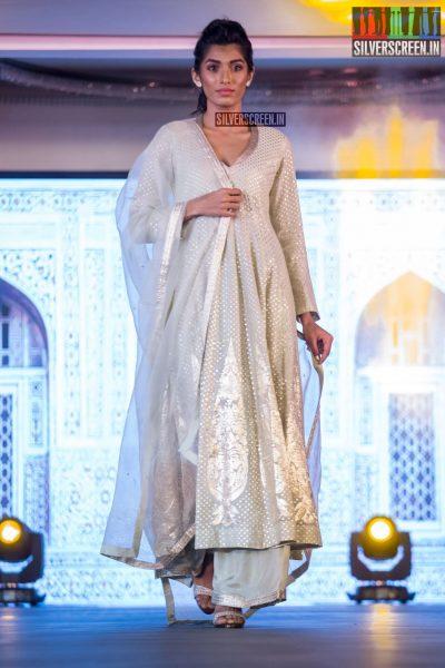in-pictures-rakul-preet-singh-pradhayini-sarvothaman-shweta-gai-and-others-at-south-indian-fashion-awards-2017-photos-0033.jpg