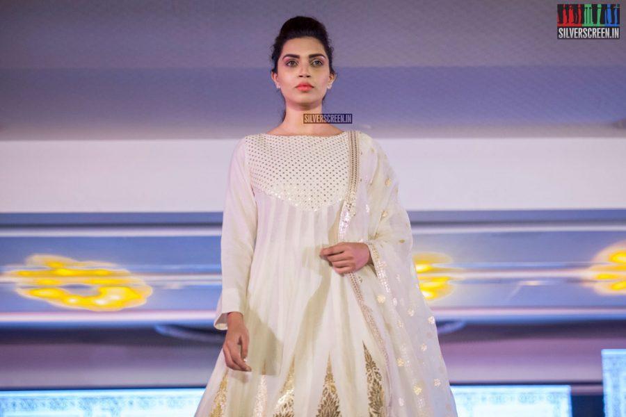 in-pictures-rakul-preet-singh-pradhayini-sarvothaman-shweta-gai-and-others-at-south-indian-fashion-awards-2017-photos-0035.jpg