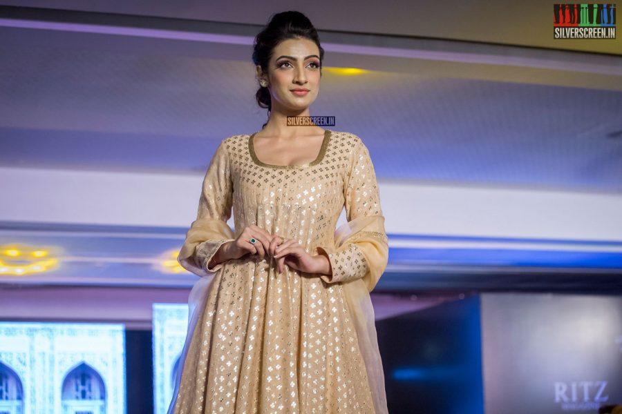 in-pictures-rakul-preet-singh-pradhayini-sarvothaman-shweta-gai-and-others-at-south-indian-fashion-awards-2017-photos-0039.jpg