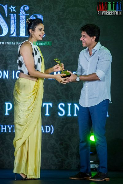 in-pictures-rakul-preet-singh-pradhayini-sarvothaman-shweta-gai-and-others-at-south-indian-fashion-awards-2017-photos-0044.jpg