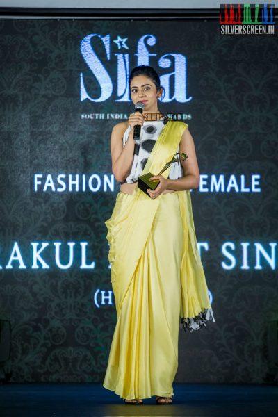 in-pictures-rakul-preet-singh-pradhayini-sarvothaman-shweta-gai-and-others-at-south-indian-fashion-awards-2017-photos-0045.jpg