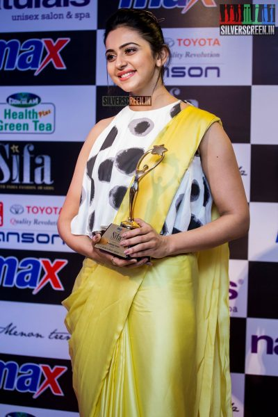in-pictures-rakul-preet-singh-pradhayini-sarvothaman-shweta-gai-and-others-at-south-indian-fashion-awards-2017-photos-0047.jpg