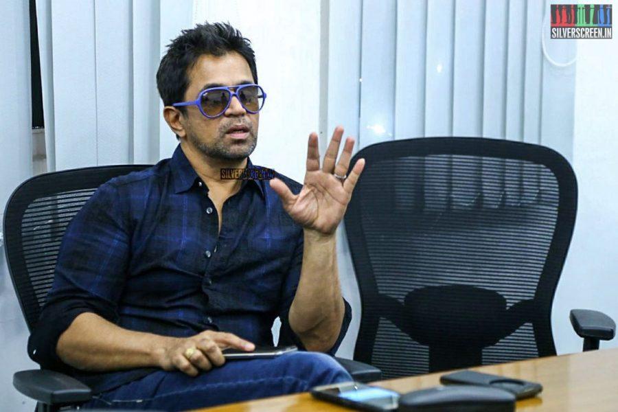 pictures-nibunan-success-meet-arjun-photos-0007.jpg