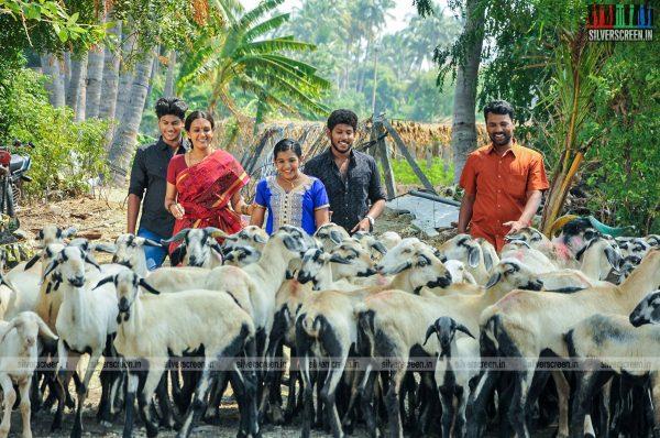 thirupathi-samy-kudumbam-movie-stills-starring-muruganandham-mayilsamy-stills-0010.jpg