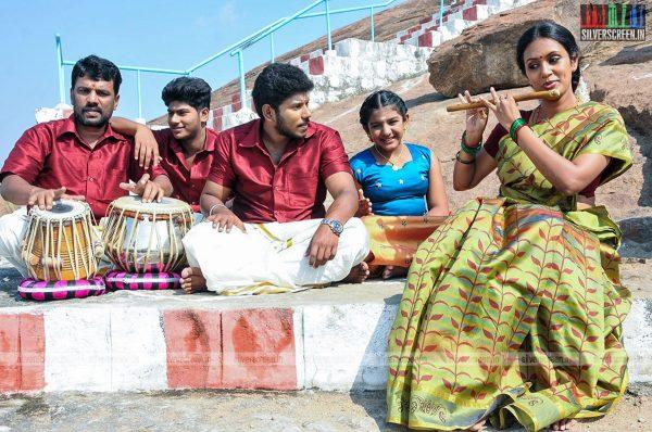 thirupathi-samy-kudumbam-movie-stills-starring-muruganandham-mayilsamy-stills-0012.jpg