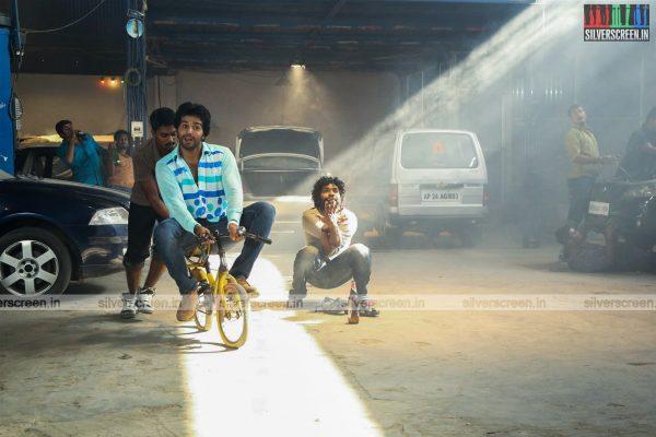 aayirathil-iruvar-movie-stills-starring-vinay-rai-kesha-khambhati-samudhrika-swasthika-others-stills-0002.jpg