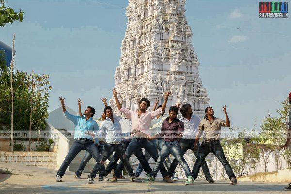 aayirathil-iruvar-movie-stills-starring-vinay-rai-kesha-khambhati-samudhrika-swasthika-others-stills-0003.jpg