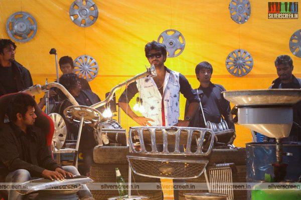 aayirathil-iruvar-movie-stills-starring-vinay-rai-kesha-khambhati-samudhrika-swasthika-others-stills-0005.jpg