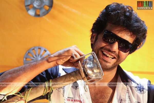 aayirathil-iruvar-movie-stills-starring-vinay-rai-kesha-khambhati-samudhrika-swasthika-others-stills-0006.jpg