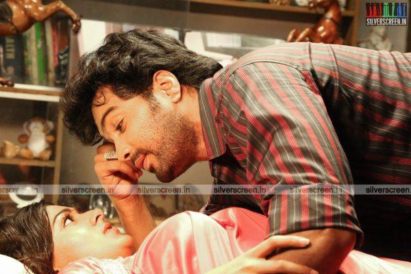 aayirathil-iruvar-movie-stills-starring-vinay-rai-kesha-khambhati-samudhrika-swasthika-others-stills-0013.jpg