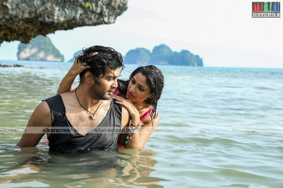 aayirathil-iruvar-movie-stills-starring-vinay-rai-kesha-khambhati-samudhrika-swasthika-others-stills-0032.jpg
