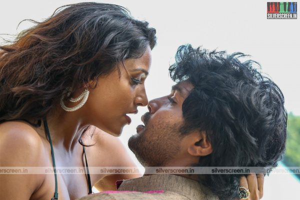 aayirathil-iruvar-movie-stills-starring-vinay-rai-kesha-khambhati-samudhrika-swasthika-others-stills-0033.jpg