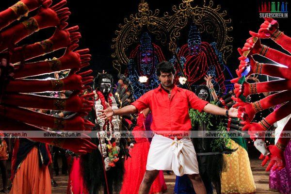 aayirathil-iruvar-movie-stills-starring-vinay-rai-kesha-khambhati-samudhrika-swasthika-others-stills-0038.jpg