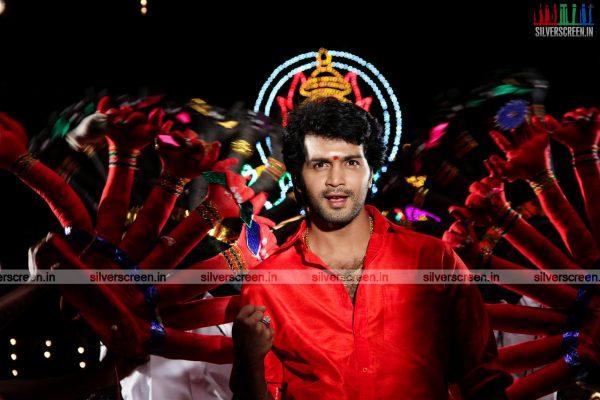 aayirathil-iruvar-movie-stills-starring-vinay-rai-kesha-khambhati-samudhrika-swasthika-others-stills-0039.jpg