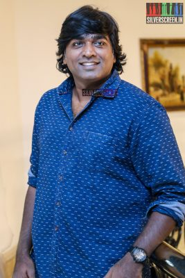 Vijay Sethupathi, at the press meet for 'Karuppan', was spotted in the clean-shaven look that his maiden production 'Junga' demands. Pic: Sriram Narasimhan