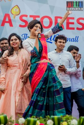 Oviya, who is now Tamil Nadu's darling after her stint on 'Big Boss', arrived to a grand welcome at the launch of Saravana Stores Textiles & Gold Palace. Here, she tries a popular Tamil tongue-twister. Pic: Sriram Narasimhan