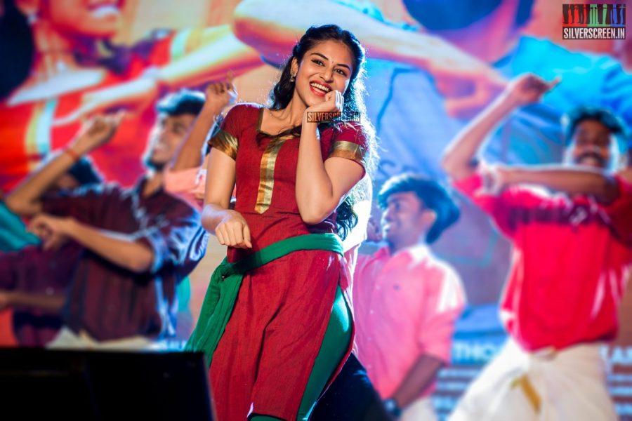 Induja Ravichandran, who acts as Vaibhav's sister in 'Meyaadha Maan', performs to a song from the movie. Pic: Sriram Narasimhan