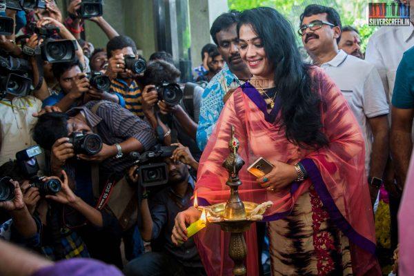 gv-prakash-kumar-and-shalini-pandey-at-100-kadhal-movie-launch-photos-0008.jpg