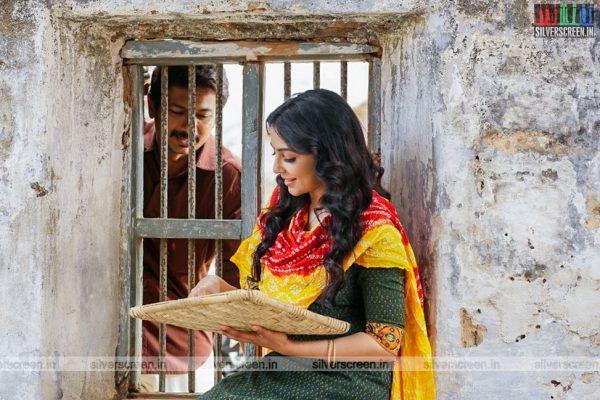 nimir-movie-stills-starring-udhayanidhi-stalin-namitha-pramod-parvathy-nair-and-others-photos-0001.jpg