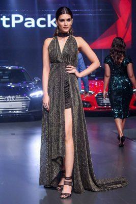"""Mumbai: Actress Kriti Sanon at red carpet of """"Luxury & Fashion As Hello! & Audi"""" in Mumbai on Oct 5, 2017.(Photo: IANS)"""