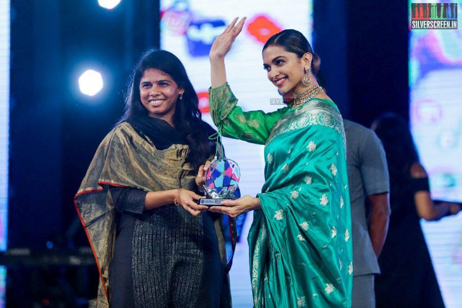 Deepika Padukone seen in a Sailesh Singhania sari at the Social Media Awards & Summit 2017 held in Vijaywada.
