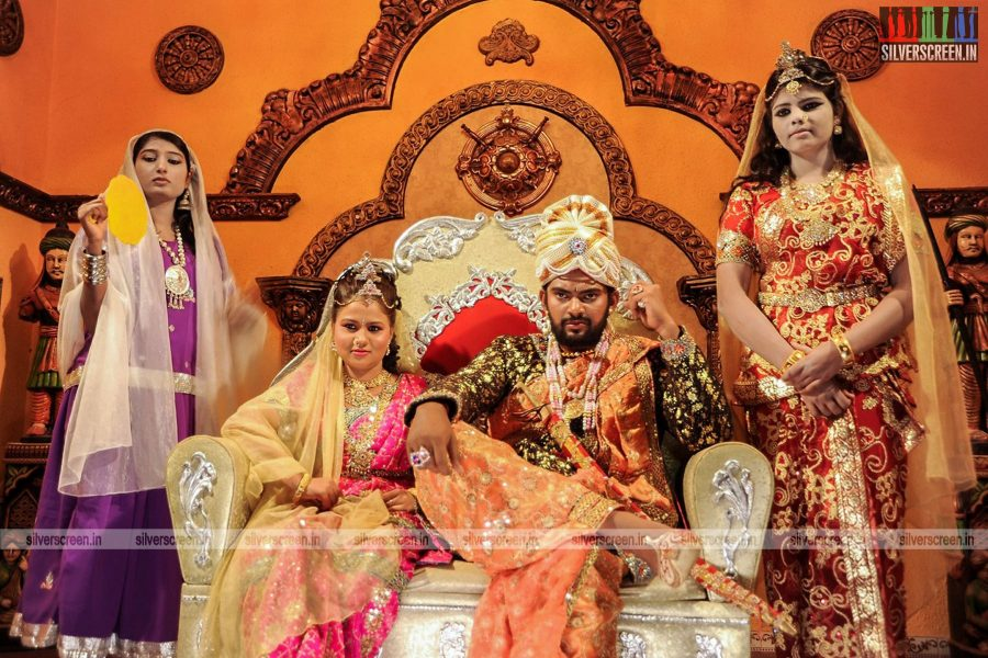 Malli Movie Stills Starring Rathan Mouli, Manju Dixit and Others