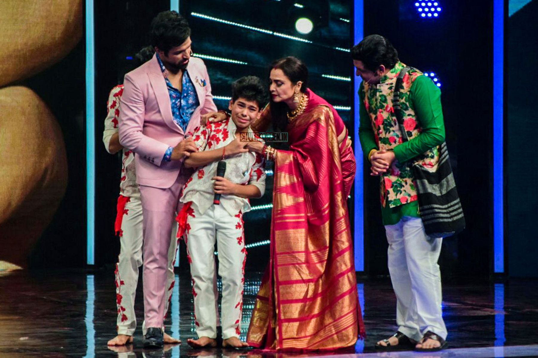 Rekha and Shilpa Shetty on the Sets of Super Dancer 2