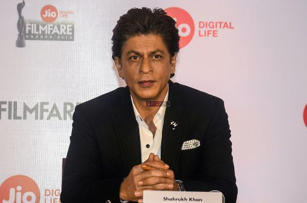 Shah Rukh Khan To Host Jio Filmfare Awards 2018