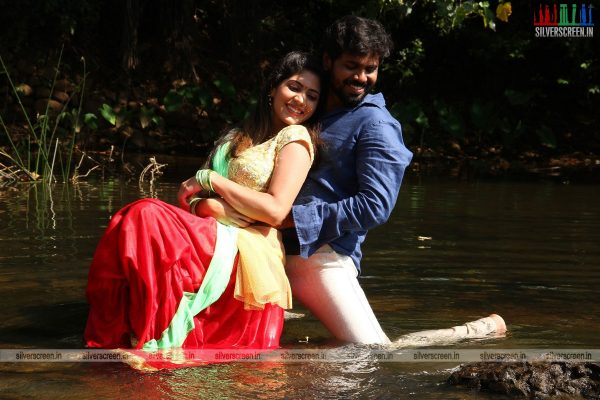 Tea Kadai Bench Movie Stills Starring Ramakrishnan and Tharushi