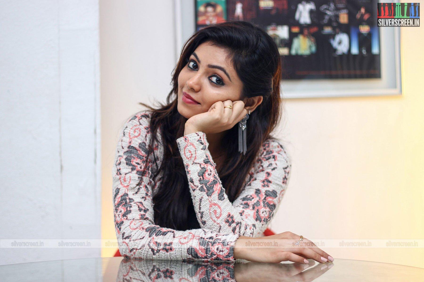 The News Review >> Yemaai Movie Stills Starring Sam Jones, Athulya Ravi And Others | Silverscreen.in