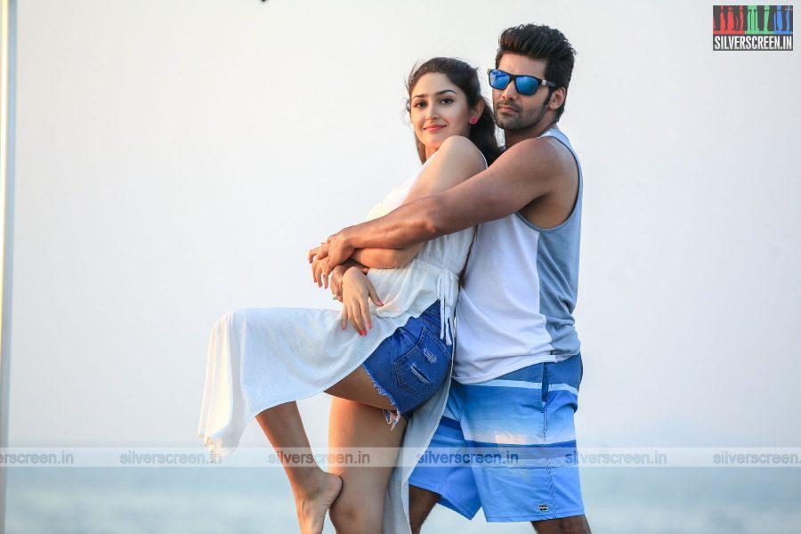 Ghajinikanth Movie Stills Starring Arya, Sayyeshaa And Others