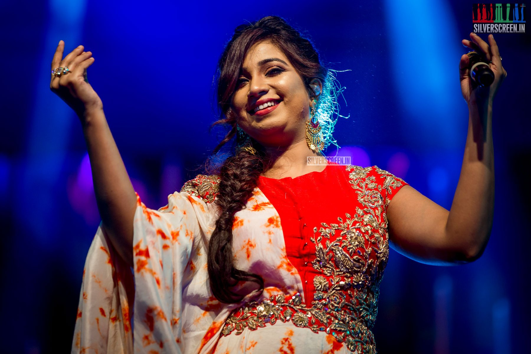 Shreya Ghoshal Performing At The Opening Ceremony Of JITO