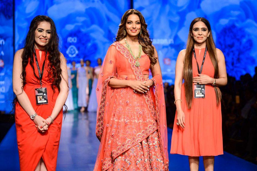 Bipasha Basu Walks The Ramp For Designer Karishma Sondhi On Day 2 Of Amazon Fashion Week