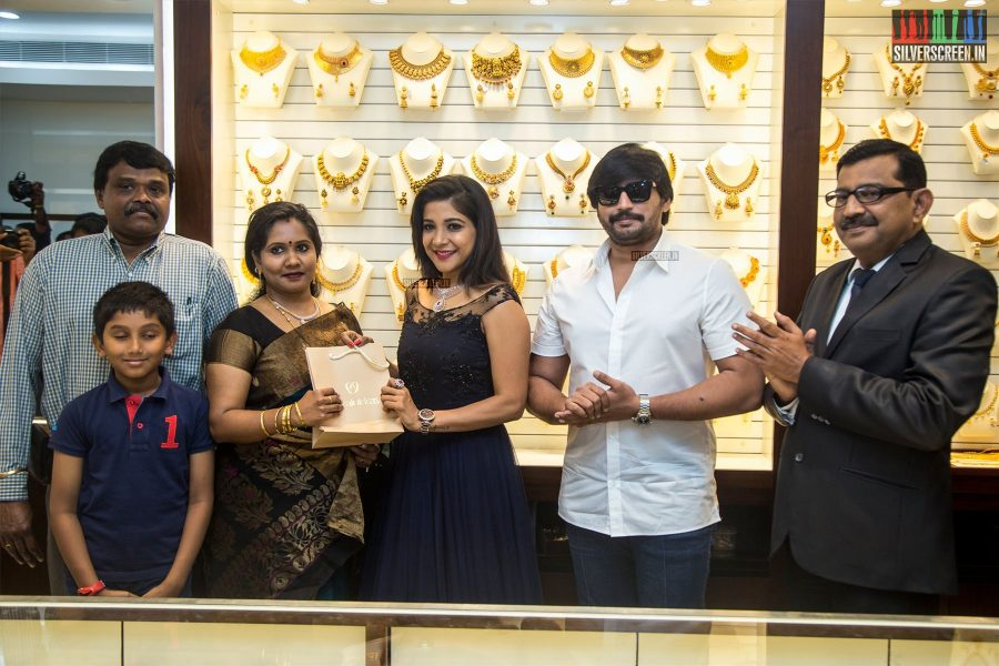 Sakshi Agarwal And Prashanth At The Inauguration Of Joy Alukkas Store